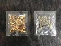 左:乾燥ポルチーニ ダイス 右:ケッパー塩漬け
